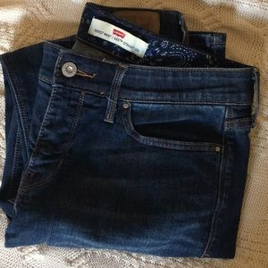 Levi perfect waist jeans 6 M